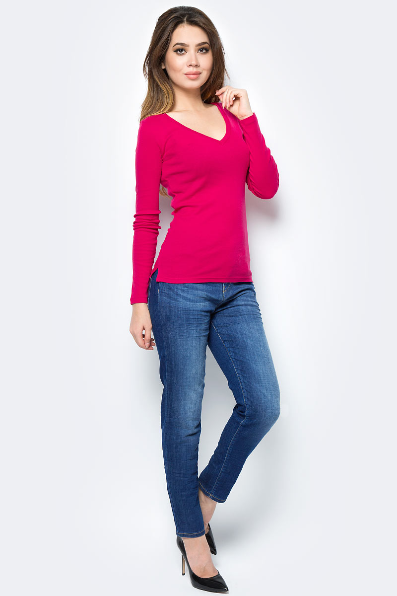 Джинсы женские United Colors of Benetton, цвет: голубой. 4BPS572U5_902. Размер 30 (46)4BPS572U5_902Стильные женские джинсы United Colors of Benetton созданы специально для того, чтобы подчеркивать достоинства вашей фигуры. Джинсы застегиваются на металлическую пуговицу в поясе и ширинку на застежке-молнии, имеются шлевки для ремня. Эти модные и в тоже время комфортные джинсы послужат отличным дополнением к вашему гардеробу.