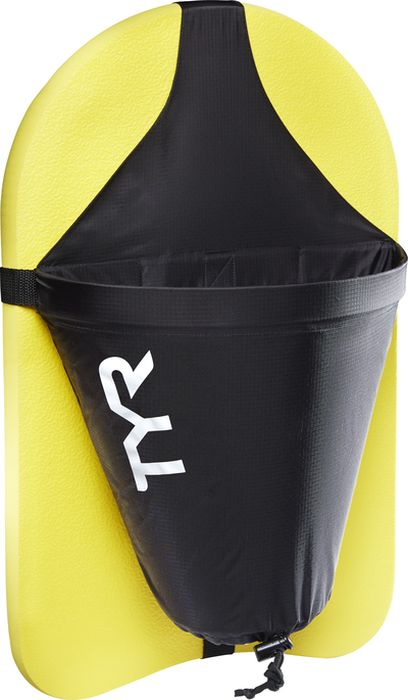 Тормозной парашют для доски Tyr Riptide Kickboard Attachment, цвет: черный, желтый. LKBATCHLKBATCHНовинка в линейке аксессуаров для плавания - тормозной парашют для доски TYR Riptide Kickboard Attachment. Новинка представляет собой раскрывающийся в воде парашют, крепящийся к доске для плавания. Парашют создан для плавания с сопротивлением и имеет своей целью повышение интенсивности привычных тренировок. Уровень сопротивления может быть отрегулирован с помощью пластикового ограничивающего фиксатора. Регулируя сопротивление, вы можете постепенно увеличивать интенсивность нагрузок. Тормозной парашют для доски TYR Riptide Kickboard Attachment рекомендуется опытным пловцам, а также всем, кто желает повысить эффективность своих тренировок. Парашют помогает развить ключевые группы мышц и повысить выносливость.