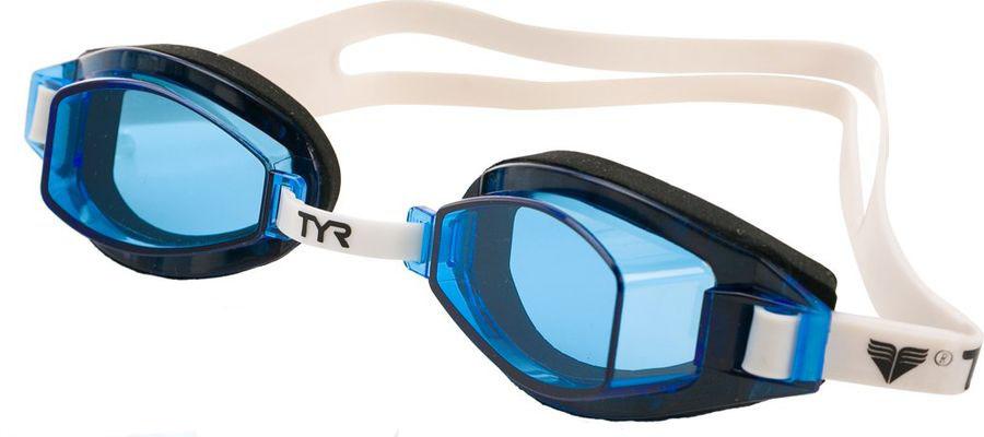 Очки для плавания Tyr Team Sprint, цвет: голубой. LGTLGTОчки для плавания TYR Team Sprint подходят для профессиональных и любительских тренировок. Легко регулируемые, с хорошим всесторонним обзором. Гипоаллергенный - неопреновый уплотнитель обеспечивает идеальную посадку на лице. Двойной резиновый ремешок дает возможность максимально удобно настроить очки. Настраиваемая носовая дужка с пошаговой настройкой. Линзы защищают глаза от воздействия ультрафиолетовых лучей и обработаны раствором антифог.