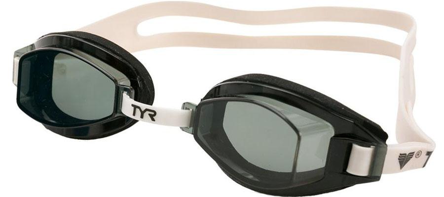 Очки для плавания Tyr Team Sprint, цвет: дымчатый. LGTLGTОчки для плавания TYR Team Sprint подходят для профессиональных и любительских тренировок. Легко регулируемые, с хорошим всесторонним обзором. Гипоаллергенный - неопреновый уплотнитель обеспечивает идеальную посадку на лице. Двойной резиновый ремешок дает возможность максимально удобно настроить очки. Настраиваемая носовая дужка с пошаговой настройкой. Линзы защищают глаза от воздействия ультрафиолетовых лучей и обработаны раствором антифог.