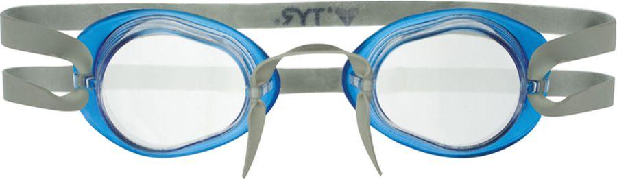 Очки для плавания Tyr Socket Rockets 2.0, цвет: прозрачный, голубой. LGL2LGL2Стартовые очки для плавания TYR Socket Rockets 2.0 без уплотнителя, но с силиконовой окантовкой. Оптические линзы из поликарбоната. Широкий угол обзора позволяет не терять ориентацию в воде. Силиконовая окантовка снижает давление жестких линз на глаза, что особенно удобно для профессиональных спортсменов с чувствительной кожей вокруг глаз. Очки укоплектованы с мягкой переносицей в виде жгута, которая легко и просто регулируется одним движением, также в комплект входит дополнительная трубчатая переносица с веревкой.