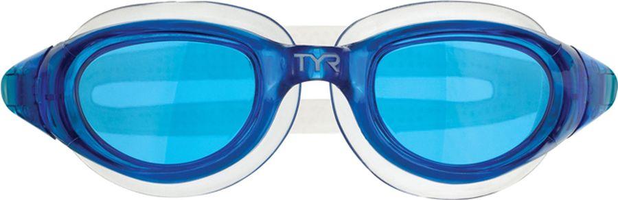 Очки для плавания TYR Technoflex 4.0, цвет: голубой. LGX4LGX4Очки Tyr Technoflex 4.0 подходят для тренировок и отдыха. Благодаря мягкой, герметичной силиконовой прокладке очки обеспечивают безопасную и удобную посадку, независимо от того сколько времени вы находитесь в воде. Усиленные поликарбонатные линзы обработаны раствором антифог и обеспечивают прекрасный вид под водой, защищают глаза от воздействия ультрафиолетовых лучей. Двойной силиконовый ремешок дает возможность максимально удобно настроить очки. Литая переносица автоматически подстроится под индивидуальные параметры лица.