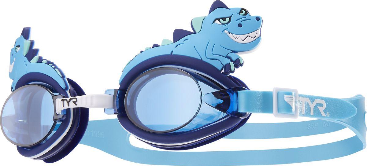 Очки для плавания детский Tyr CharacTyrs Dino Destroyer, цвет: голубой, голубой, голубой. LGQBDNOLGQBDNOДетские очки для плавания TYR Charactyrs были созданы, чтобы во время плавания ваш ребенок получал исключительно положительные эмоции. Мягкий силиконовый уплотнитель способствует комфортной посадке очков для плавания. Специальные линзы из поликарбоната с защитой от разбития на мелкие осколки, покрыты антизапотевающим составом и защищены от ультрафиолетовых лучей. Прикрепленные по бокам пластиковые вставки с изображениями животных отвечают европейским требованиям по безопасности. Настраиваемая носовая дужка с пошаговой настройкой. Двойной силиконовый ремешок удобен для использования детьми.