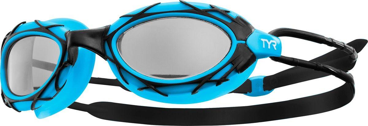 Очки для плавания Tyr Nest Pro, цвет: черный, голубой. LGNSTLGNSTОчки для плавания Tyr Nest Pro подходят как для профессионалов, так и для любителей, а также идеальный вариант для триатлона. При создании этих очков, дизайнеры Tyr были вдохновлены Пекинским национальным стадионом Птичье гнездо, которое было построено к летней Олимпиаде-2008. Мягкий силиконовый уплотнитель позволяет ощутить максимальный комфорт при длительных нагрузках, а монолитная конструкция гарантирует прочность очков для плавания. Широкий угол обзора позволяет не терять ориентацию в воде. Двойной силиконовый ремешок дает возможность максимально удобно настроить очки. Литая переносица автоматически подстроится под индивидуальные параметры лица. Линзы обработаны раствором антифог.
