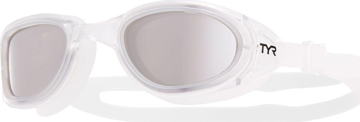 Очки для плавания TYR Special Ops 2.0 Polarized, цвет: серебристый, прозрачный. LGSPLLGSPLTyr Special Ops 2.0 Polarized - самые лучшие очки для универсального использования. Они идеально подойдут для триатлона, открытой воды, или тренировок в бассейне. Имеющие в своем арсенале поляризационные линзы, обеспечивают ясность, оптическую точность и комфорт, отфильтровывая 99,9% от бликов с поверхности воды, которые приводят к усталости глаз.Очки Tyr Special Ops 2.0 Polarized имеют прочный, силиконовый, гипоаллергенный уплотнитель, который сохраняет защиту от протекания и форму в течение всего срока службы. Линзы обработаны средством, предотвращающим запотевание линз, что исключает необходимость в течение продолжительного времени повторное использование спрея. Объединенная конструкция переносицы идеально подходит под разные типы строения лица, также очки обладают широким периферическим обзором для оптимального видения в воде.