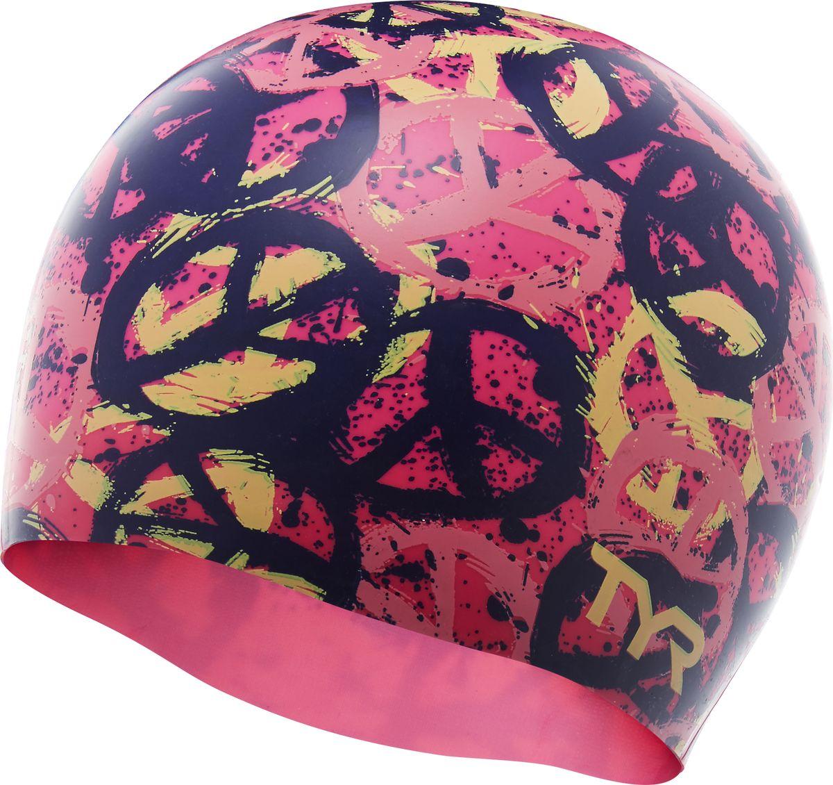 Шапочка для плавания Tyr PEACE SWIM CAP, цвет: розовый. LCSPCELCSPCEСиликоновая шапочка TYR с принтом – изготовлена из высококачественного материала устойчивого к воздействию хлорированной воды, что гарантирует долгий срок службы. Материал шапочки не вызывает раздражения кожи и других аллергических реакций. Прекрасный вариант для тренировок в бассейне.