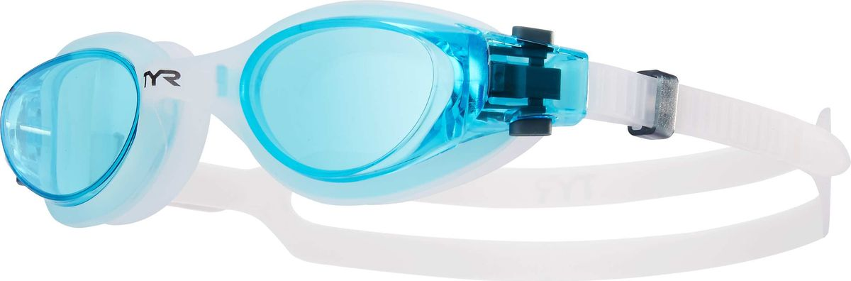 Очки для плавания Tyr Vesi, цвет: голубой, прозрачный. LGHYBLGHYBНовые очки Tyr Vesi подходят для тренировок и отдыха. Легкая и обтекаемая конструкция очков обеспечивает удобную посадку, которая включает в себя силиконовый уплотнитель. Объединенная конструкция переносицы идеально подходит под разные типы строения лица. Линзы обладают широким спектром периферического зрения, защищают от ультрафиолетовых лучей и обработаны антифогом. Двойной силиконовый ремешок с быстрой и удобной регулировкой.