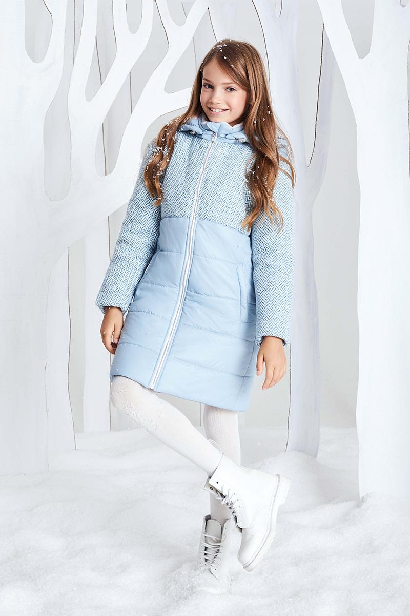 Пальто для девочки Смена, цвет: голубой. 17с255. Размер 140/14617с255Пальто из смесовой шерсти с утеплителем - синтепон, на подкладке, прямого силуэта с отстегивающимся капюшоном, регулируемым кулисками и длинными рукавами, дополненными внутренними трикотажными манжетами. Капюшон и нижняя часть куртки выполнены из плащевой ткани. Воротник-стойка оформлен мягким искусственным мехом с внутренней стороны. Куртка дополнена прорезными карманами на молнии и застегивается на металлическую молнию.