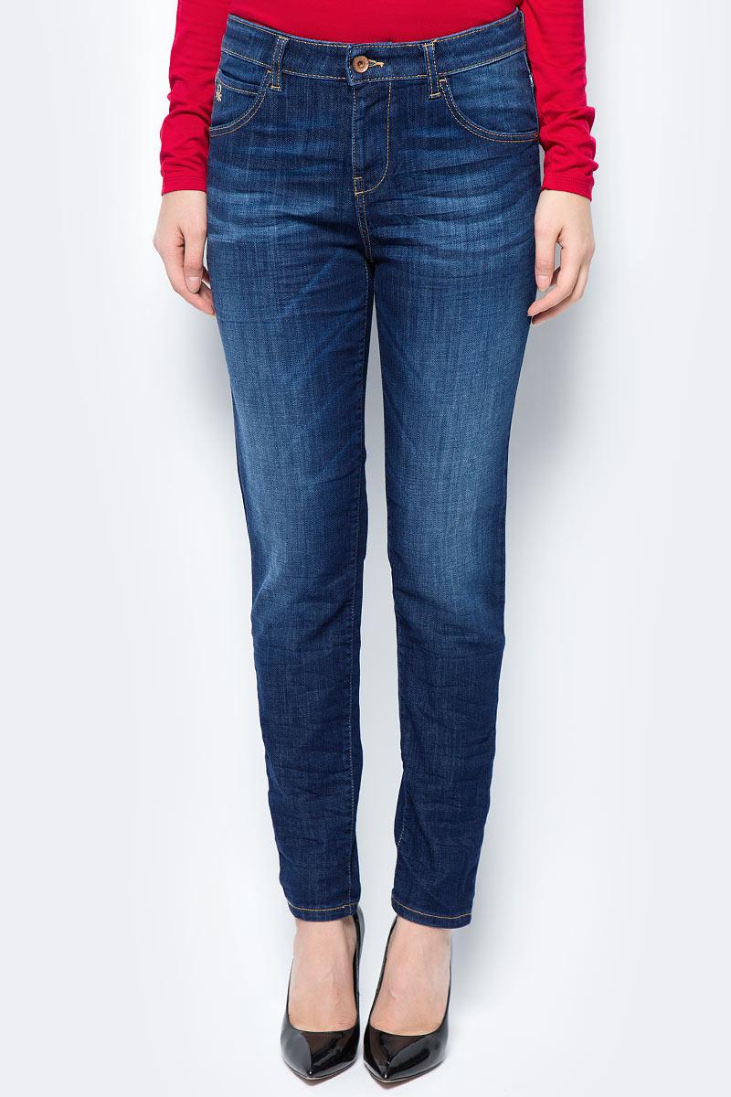 Джинсы женские United Colors of Benetton, цвет: синий. 4BPS572U5_901. Размер 32 (48)4BPS572U5_901Стильные женские джинсы United Colors of Benetton созданы специально для того, чтобы подчеркивать достоинства вашей фигуры. Джинсы застегиваются на металлическую пуговицу в поясе и ширинку на застежке-молнии, имеются шлевки для ремня. Эти модные и в тоже время комфортные джинсы послужат отличным дополнением к вашему гардеробу.