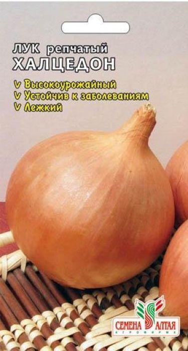 Семена Алтая Лук репчатый. Халцедон4607142007742Среднеспелый (110-120 дней) урожайный сорт, можно выращивать в однолетней культуре. Луковицы округлые и овальные, массой 88-134 г, окраска сухих чешуй — бронзово-коричневая, сочных — бледно-кремовая. Вкус острый. Хорошо хранится.Не предъявляет особых требований к типу почв — главное, чтобы были обеспечены хороший дренаж и аэрация почвы. Предпочитает плодородные, некислые почвы. Выращивают посевом семян в открытый грунт.Посев семян производят, как только готова почва (обычно в апреле). Семена высевают на глубину 1,0-1,5 см. Чтобы получить крупный репчатый лук, перо на зелень не срывают. Сбор урожая товарного лука производят, когда листья начнут желтеть и полегать (обычно в августе). Если опоздать с уборкой, рост лука возобновляется, луковицы становятся непригодными для длительного хранения. Луковицы выкапывают и хорошопросушивают.Уважаемые клиенты! Обращаем ваше внимание на то, что упаковка может иметь несколько видов дизайна. Поставка осуществляется в зависимости от наличия на складе.