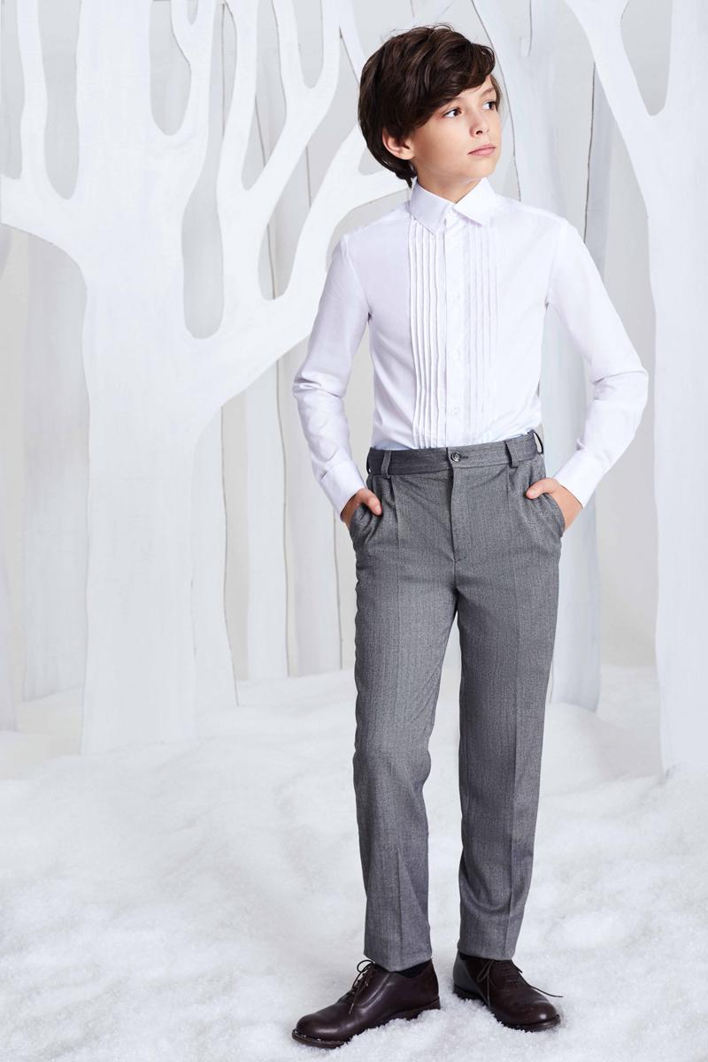 Рубашка для мальчика Смена, цвет: белый. 16с247. Размер 152/15816с247Сорочка для торжественных случаев из смесового хлопка с отложным воротником и длинными втачными рукавами с шлицей и манжетами. Дополнена симметричными декоративными защипами спереди.