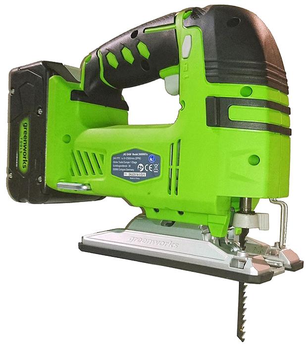 Лобзик аккумуляторный Greenworks 24V, без аккумулятора и зарядного устройства 36007073600707Аккумуляторный лобзик GreenWorks используется для выполнения прямых и фигурных резов по дереву, пластику, гипсокартону или металлу. Лобзик работает от аккумулятора, совместимого с другими устройствами из линейки G-24, отличается высокой мощностью, производительностью и низким энергопотреблением. Ход полотна составляет 25,4 мм, что при частоте 2300 движений обеспечивает эквивалент режущей способности - до 101 мм в дереве. Лобзик оснащен бесключевым патроном для быстрой смены лезвий. Скорость движения полотна регулируется от 0 до 2300 дв/мин, есть фиксация кнопки включения, что расширяет сферу применения лобзика и снижает утомляемость во время работы. Аккумуляторный лобзик GreenWorks оснащен светодиодной подсветкой линии среза, что позволяет работать в плохо освещенных местах. Рукоятка покрыта амортизирующим материалом, придающим рельеф и обеспечивающим удобный хват. Можно регулировать наклон подошвы лобзика от 0 до 45 градусов.Особенности:- Ход полотна 25,4 мм. - 3-х позиционный механизм маятникового хода. - Бесключевая фиксация полотна. - Макс. режущая способность в дереве 101 мм. - LED подсветка. - Работает с аккумуляторами Greenworks G24 (арт. 2902707, 2902807) и зарядным устройством G24С (арт. 2903607).- Гарантия 2 года.