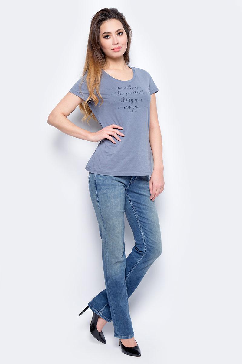 Джинсы женские Mustang Sissy Straight, цвет: синий. 0550-5739-069_069. Размер 33-32 (48/50-32)0550-5739-069_069Джинсы MUSTANG изготовлены из качественного материала. Они застегиваются на пуговицу в поясе и ширинку на застежке-молнии, дополнены шлевками для ремня. Спереди модель оформлена двумя втачными карманами и одним маленьким накладным, сзади - двумя накладными карманами. Изделие дополнено декоративными потертостями.