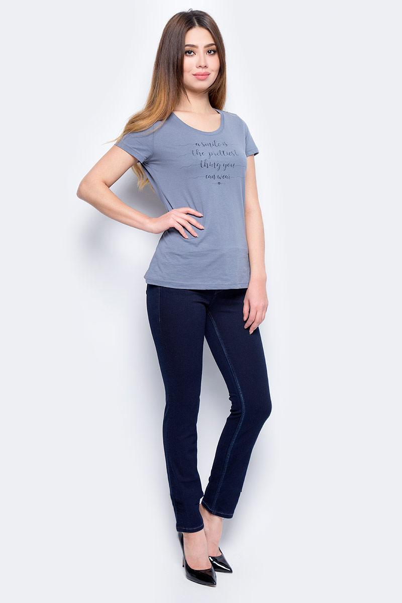 Джинсы женские Mustang Jasmin Slim, цвет: синий. 0586-5574-591_5000-941. Размер 27-32 (42/44-32)0586-5574-591_5000-941Джинсы MUSTANG изготовлены из качественного материала на основе хлопка. Джинсы застегиваются на пуговицу в поясе и ширинку на застежке-молнии, дополнены шлевками для ремня. Спереди модель оформлена двумя втачными карманами и одним маленьким накладным, сзади - двумя накладными карманами.