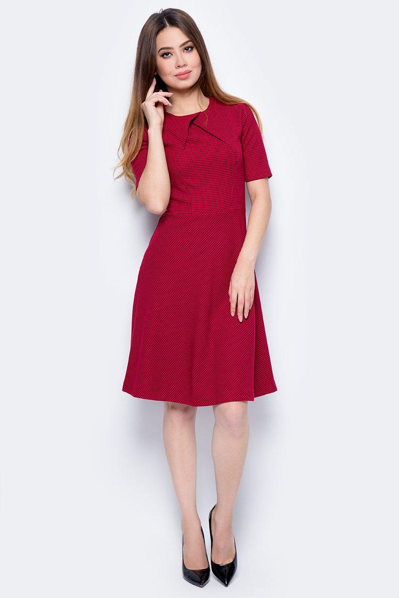 Платье United Colors of Benetton, цвет: красный. 4UM85V843_819. Размер M (44/46)4UM85V843_819Платье United Colors of Benetton выполнено из качественного материала. Модель с круглым вырезом горловины и короткими рукавами сзади застегивается на застежку-молнию.