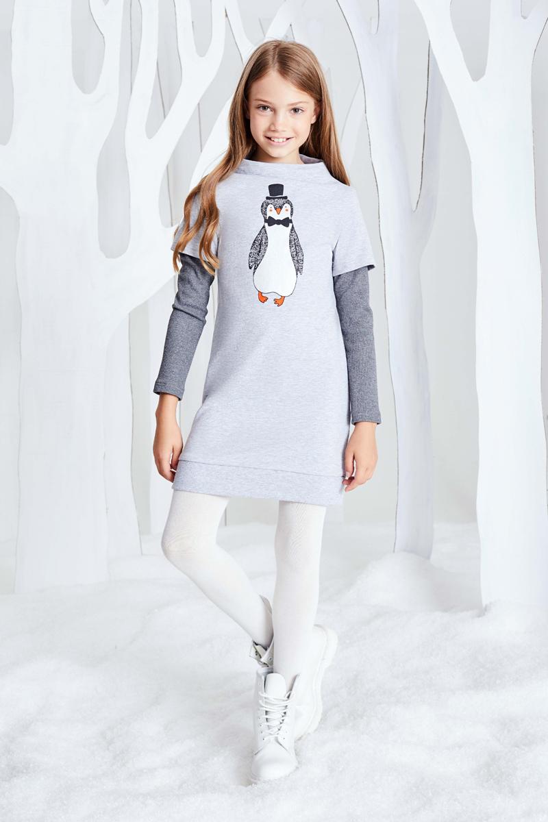 Платье для девочки Смена, цвет: серый. 17с266. Размер 158/16417с266Трикотажное платье без застежки из смесового хлопка силуэта кокон с воротником-стойкой с широкой горловиной, длинными двойными рукавами и резинкой по низу. Полочка декорирована принтом. Нижняя часть рукава выполена из трикотажной резинки темно-серого цвета.