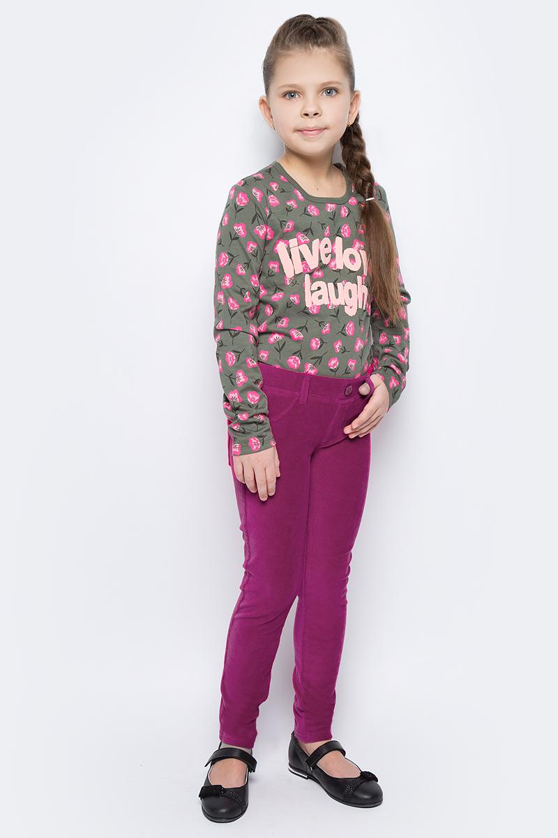 Брюки для девочки United Colors of Benetton, цвет: красный. 4DZB576L0_143. Размер 1304DZB576L0_143Стильные брюки для девочки идеально подойдут для отдыха и прогулок. Изготовленные из высококачественного материала, они необычайно мягкие и приятные на ощупь, не сковывают движения малышки и позволяют коже дышать, не раздражают даже самую нежную и чувствительную кожу ребенка, обеспечивая наибольший комфорт. Брюки прямого кроя на талии имеют широкую эластичную резинку, благодаря чему они не сдавливают животик ребенка и не сползают. Оригинальный современный дизайн и модная расцветка делают эти брюки модным и стильным предметом детского гардероба.