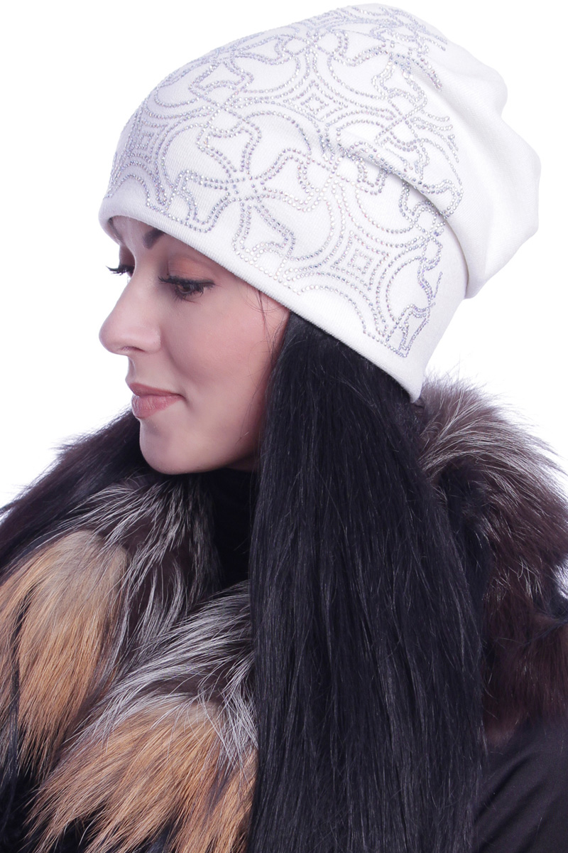 Шапка женская Level Pro Калейдоскоп, цвет: белый. 391529. Размер 56/58391529Стильная женская шапка Level Pro дополнит ваш наряд и не позволит вам замерзнуть в холодное время года. Шапка выполнена из шерсти с добавлением полиэстера, что позволяет ей великолепно сохранять тепло и обеспечивает высокую эластичность и удобство посадки. Сзади шапка присборена. Внутри - флисовая подкладка.Оформлена модель аппликацией из страз и на макушке дополнена большой стразой. Такая шапка составит идеальный комплект с модной верхней одеждой.