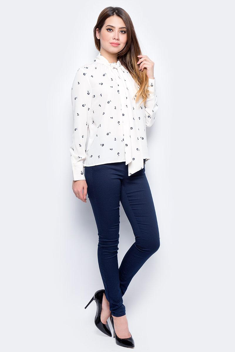 Блузка женская Vero Moda, цвет: бежевый. 10186375_Eggnog. Размер XS (40/42)10186375_EggnogСтильная женская блузка, выполненная из 100% полиэстера, идеально сочетает в себе стиль и комфорт. Модель свободного покроя с длинными рукавами и отложным воротником. Блузка спереди на горловине застегивается на пуговицу.
