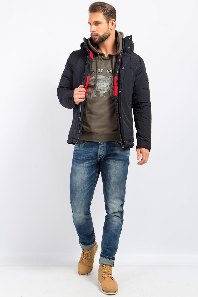 Куртка мужская Finn Flare, цвет: черный. W17-22015_200. Размер 5XL (60)W17-22015_200Стильная мужская куртка Finn Flare превосходно подойдет для холодной погоды. Куртка выполнена из высококачественного материала с подкладкой и наполнителем из натурального пуха и пера. Модель прямого кроя, с длинными рукавами и съемным капюшоном застегивается на молнию и дополнительно имеет планку на кнопках. Изделие дополнено двумя втачными карманами на молниях. Рукава оснащены манжетами с застежками-липучками, защищающими от продувания.