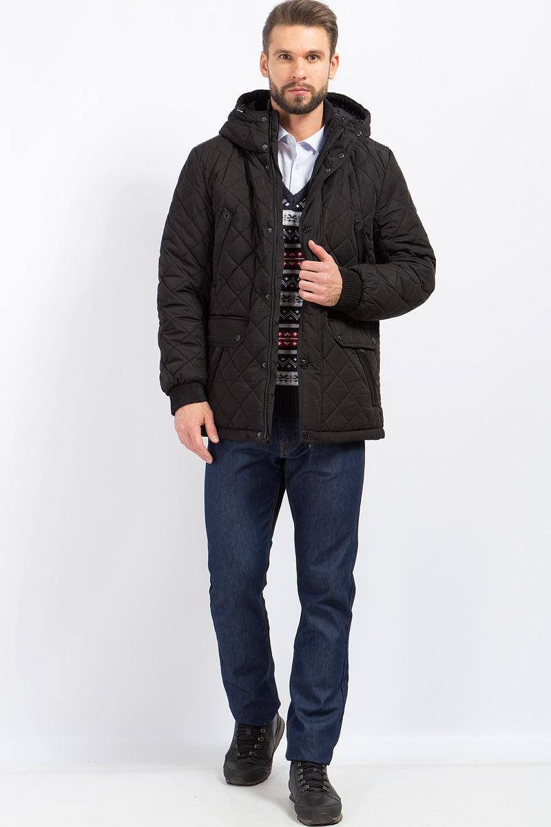 Куртка мужская Finn Flare, цвет: черный. W17-21003_200. Размер XL (52)W17-21003_200Стильная стеганая мужская куртка Finn Flare превосходно подойдет для холодной погоды. Куртка выполнена из высококачественного материала с подкладкой и наполнителем из полиэстера. Модель прямого кроя, немного удлиненная, с длинными рукавами и несъемным капюшоном застегивается на молнию и дополнительно имеет планку на кнопках. Капюшон регулируется с помощью стопперов. Спереди изделие дополнено двумя нагрудными карманами, двумя накладными карманами с клапанами на кнопках и двумя втачными боковыми карманами. Рукава дополнены манжетами на резинке.