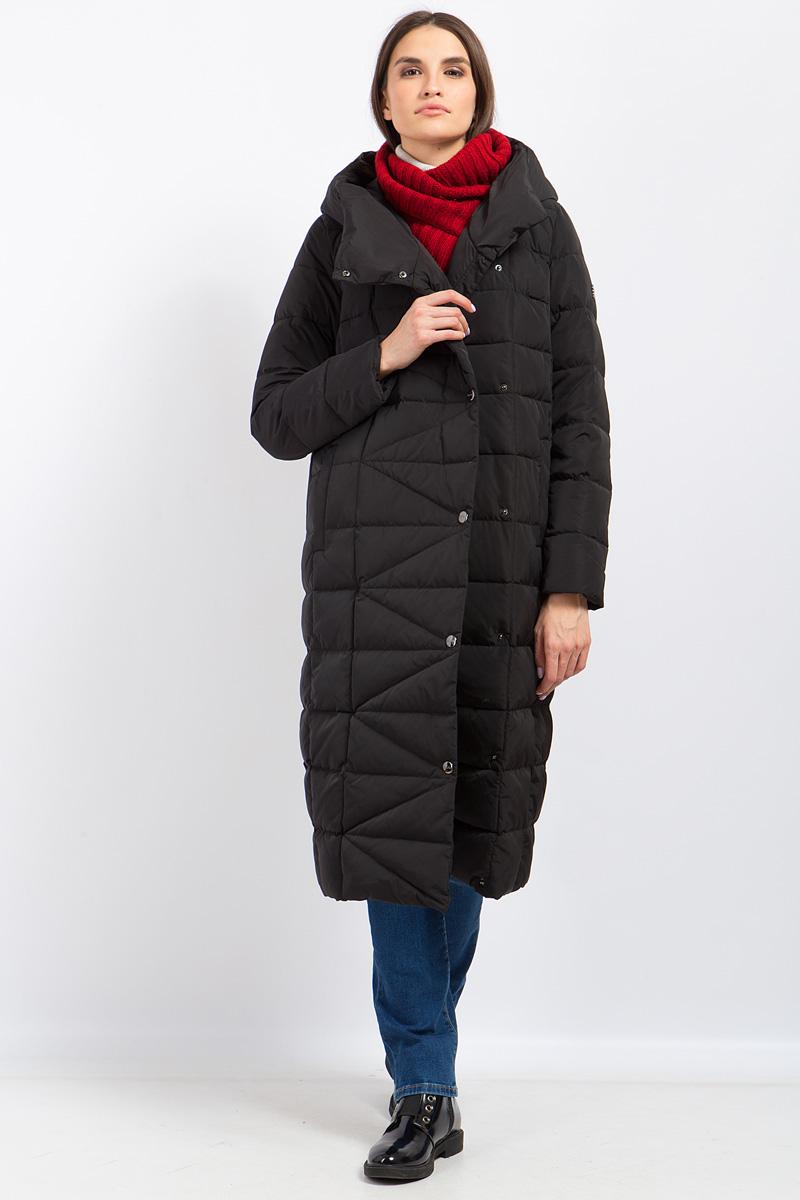 Пальто женское Finn Flare, цвет: черный. W17-11006_200. Размер L (48)W17-11006_200Стильное женское пальто Finn Flare изготовлено из высококачественного полиэстера. В качестве утеплителя используется натуральный пух с добавлением пера. Модель с объемным воротником и капюшоном застегивается на застежку-молнию и кнопки. По бокам расположены два прорезных кармана. Талию подчеркивает пояс. Пальто оформлено стеганым узором.