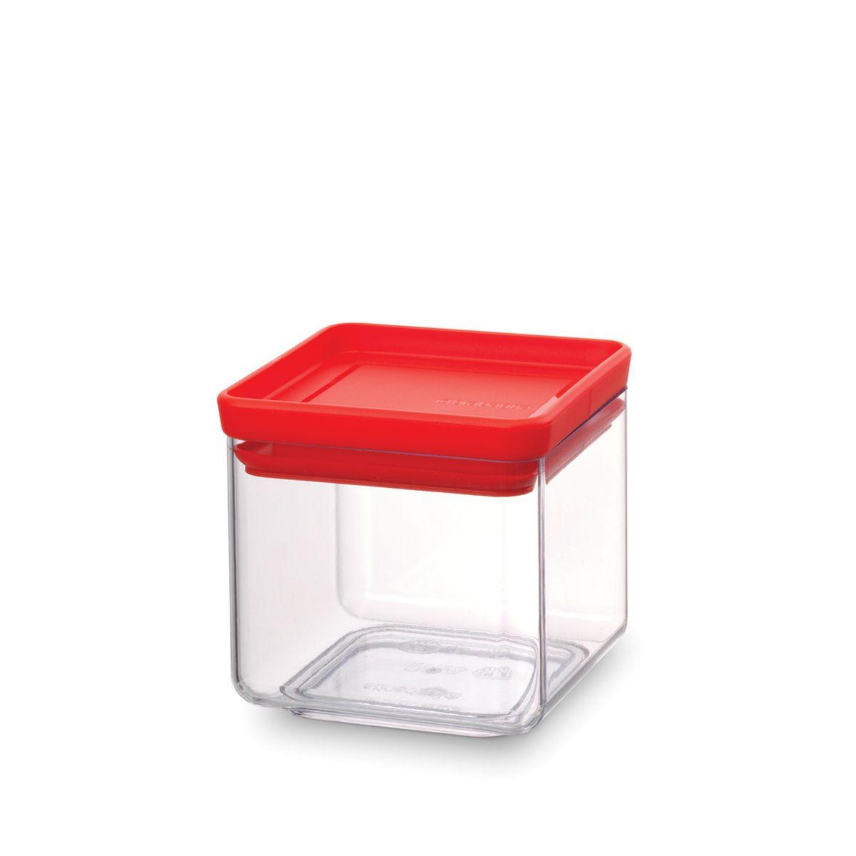 Контейнер для сыпучих продуктов Brabantia Tasty Colors, цвет: прозрачный, красный, 700 мл. 290008290008Контейнер для сыпучих продуктов Brabantia Tasty Colors занимает мало места – контейнеры имеют прямоугольную форму и составляются один на другой.Продукты надолго сохраняют свежесть и аромат – силиконовый уплотнитель.Хорошо видно содержимое и его количество.Легко моется – можно мыть в посудомоечной машине.Прочный и абсолютно прозрачный – изготовлен из пластика.