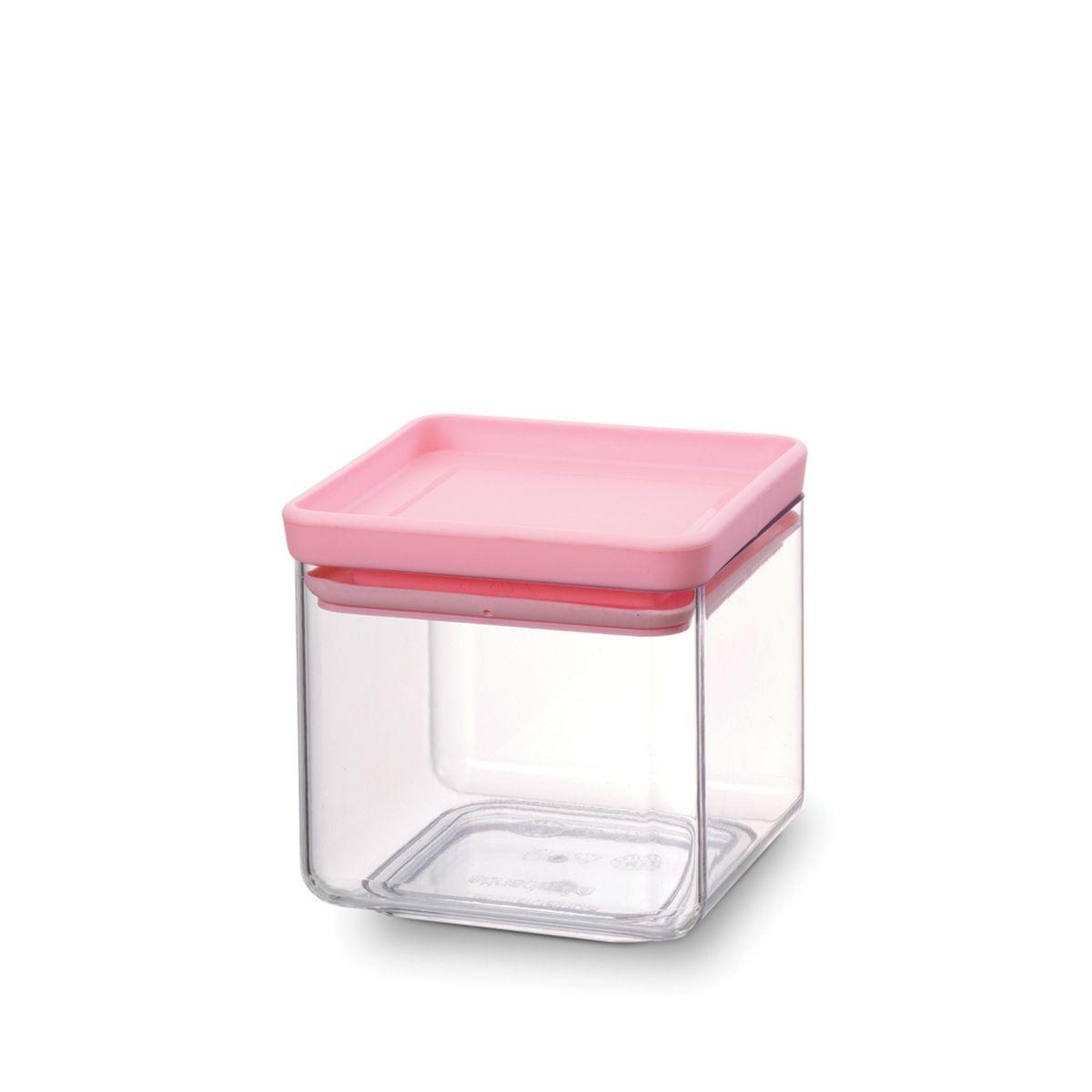 Контейнер для сыпучих продуктов Brabantia Tasty Colors, цвет: прозрачный, бирюзовый, 700 мл. 290060290060Занимает мало места – контейнеры имеют прямоугольную форму и составляются один на другой. Продукты надолго сохраняют свежесть и аромат – силиконовый уплотнитель. Хорошо видно содержимое и его количество. Легко моется – можно мыть в посудомоечной машине. Прочный и абсолютно прозрачный – изготовлен из пластика. Входит в коллекцию «Tasty Colours».