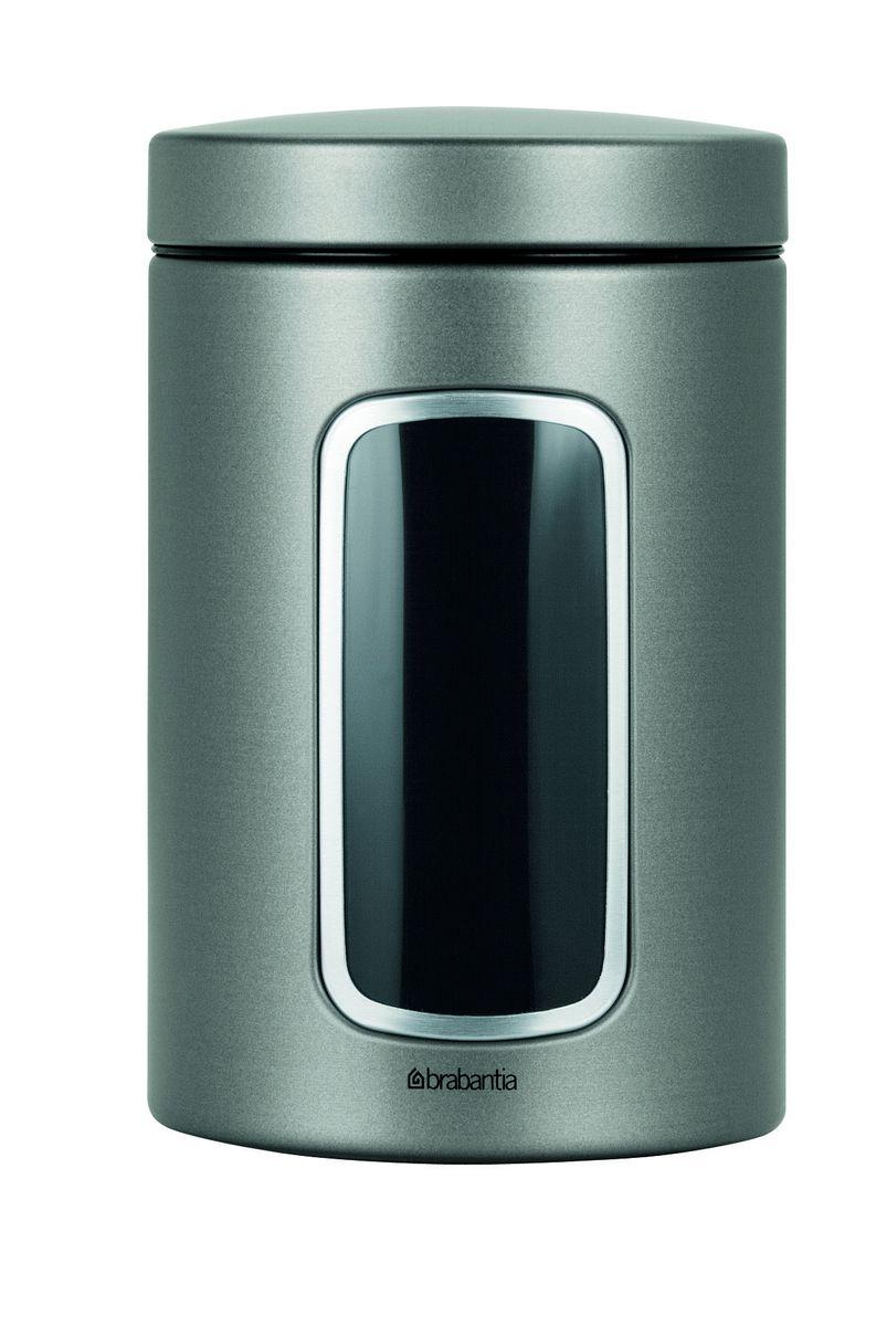 Контейнер для сыпучих продуктов Brabantia, цвет: платиновый, 1,4 л. 288425288425Практичное решение для хранения сыпучих продуктов, позволяющее дольше сохранять их свежесть.Не пропускает запах и сохраняет свежесть – защелкивающаяся крышка.Всегда видно содержимое – окошко из антистатических материалов.Легко чистится – контейнер имеет гладкую внутреннюю поверхность.Изготовлен из коррозионностойкой крашеной или лакированной стали с защитным цинк-алюминиевым покрытием.Основание с защитным покрытием.Покрытие с защитой от отпечатков пальцев (FPP).