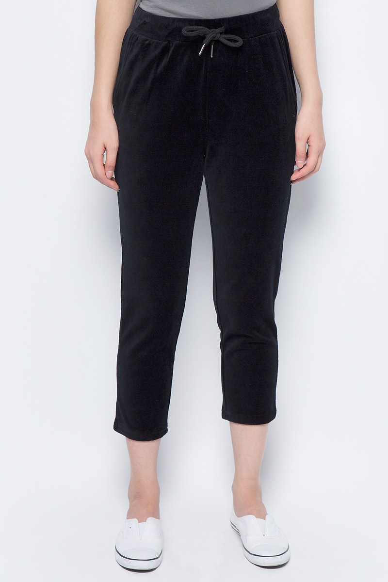 Брюки женские United Colors of Benetton, цвет: черный. 3WR1P0342_100. Размер XL (48/50)3WR1P0342_100Стильные брюки идеально подойдут для отдыха и прогулок. Изготовленные из высококачественного материала, они необычайно мягкие и приятные на ощупь. Брюки на талии имеют широкую эластичную резинку.