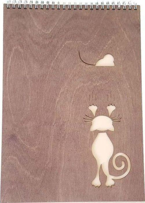Decoriton Скетчбук Кошка и мышка А4 40 листов9596010Скетчбук Кошка и мышка, бумага для графики, цвет Слоновая кость, произведена в Европе, размер листа А4, 100гр/м2, 40л., деревянная обложка 3мм, цвет орех, серебряная спираль по короткой стороне. Рисовальная бумага для набросков и скетчей. Идеально подходит в работе с линерами и карандашами, а так же неспиртовыми маркерами. Деревянная обложка придает альбому прочность, защищает Ваши творения от механического воздействия и позволяет использовать блокнот как планшет.