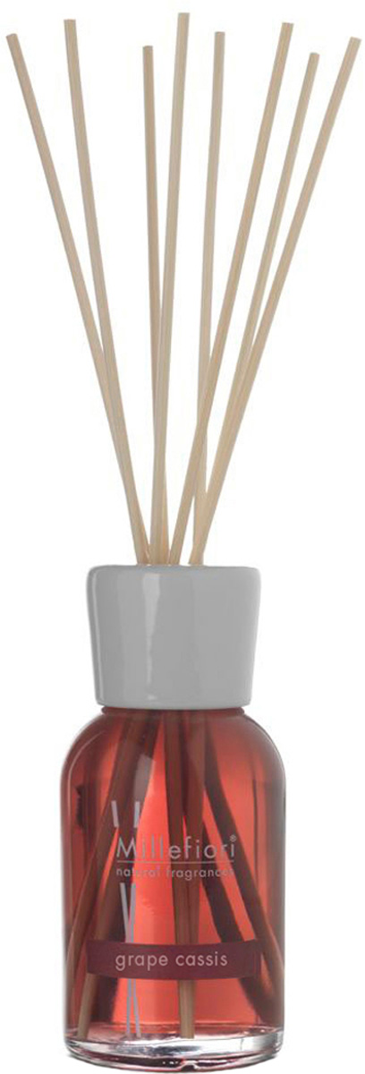Диффузор ароматический Millefiori Milano Natural, виноградная гроздь, с палочками, 250 мл7DDGCКак пользоваться ароматическим диффузором? Откройте упаковку, достаньте содержимое. Откройте бутылочку, освободите палочки от скотча и вставьте в бутылочку. Интенсивность аромата можно регулировать количеством вставленных палочек. Также для достижения более насыщенного аромата, время от времени переворачивайте палочки и заново вставляйте в бутылочку. Круговорот винограда и черной смородины раскрывается цитрусовыми, цветочными и сладковатыми фруктовыми ароматами граната, персиковых и ванильных ягод. Завершается аромат мягко-древесными и мускусными нотами. Базовые ноты : Цитрус, Черная Смородина, Лилия , Виноград Клинтон Средние ноты : Гранат, Персик, Ваниль Верхние ноты : Ветивер, Мускус. Товар сертифицирован.