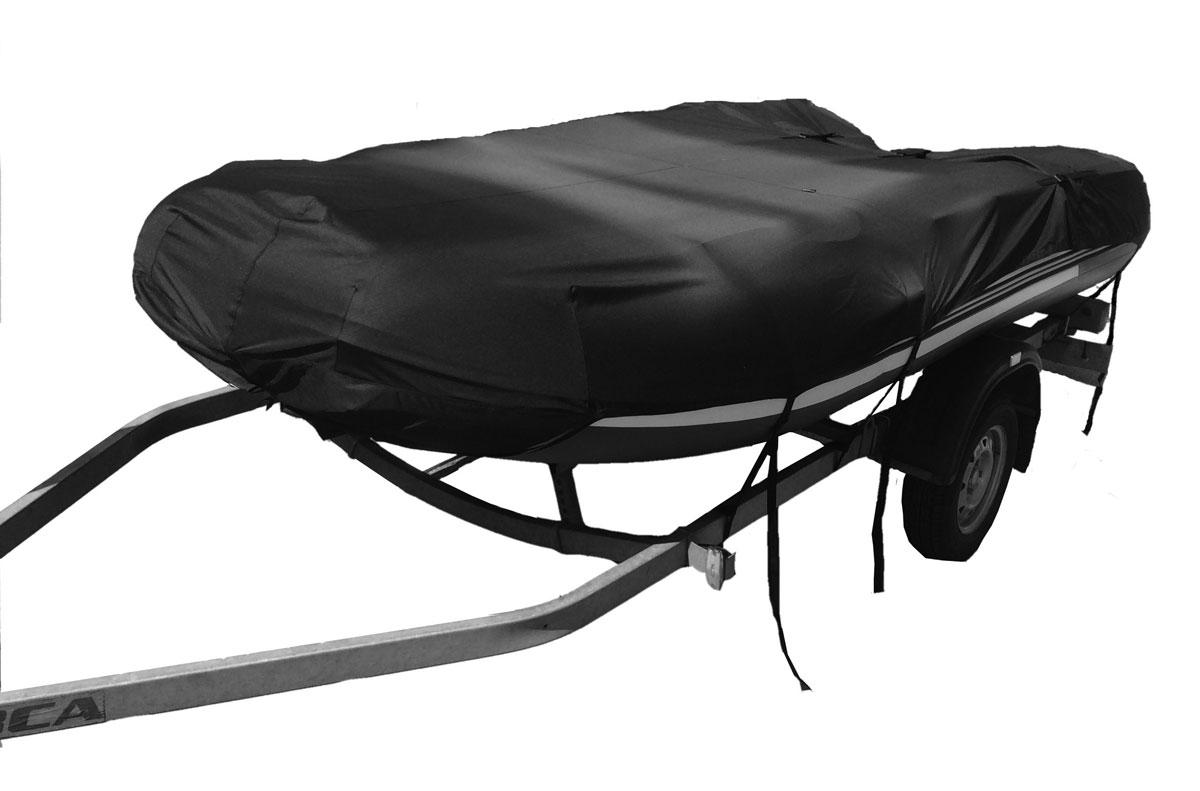 Чехол для транспортировки лодок ПВХ 330, цвет: черныйAG-UNI-MA-PVC330-TC-BLЧехол транспортировочный предназначен для перевозки лодки пвх на открытом прицепе. И также может использоваться для хранения и стоянки лодки на воде и на берегу. Чехол имеет покрой по форме лодки и крепится ремнями к прицепу. Чехол поставляется в сумке для хранения.Особенности наших транспортировочных чехлов:- плотная водоотталкивающая ткань,- наличие выреза под мотор,- наличие утяжек по длине чехла, теперь чехол можно точно подогнать под длину лодки,- на чехле предусмотрен карман для носовой части лодки, что облегчает одевание чехла,- ремни для крепления чехла к прицепу входят в комплект.