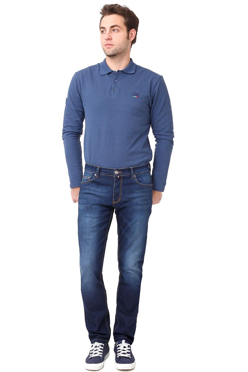 Джинсы мужские F5, цвет: синий. 275022_w.dark. Размер 34-36 (50-36)275022_w.darkСтильные мужские джинсы F5 выполнены из хлопка с добавлением эластана. Джинсы застегиваются на металлическую пуговицу в поясе и ширинку на застежке-молнии, имеются шлевки для ремня. Изделие дополнено спереди двумя втачными карманами и одним маленьким накладным кармашком, а сзади - двумя накладными карманами. Оформлена модель контрастной прострочкой и сзади на поясе фирменной нашивкой.