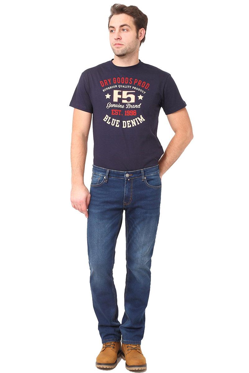 Джинсы мужские F5, цвет: синий. 275026_w.dark. Размер 33-32 (48/50-32)275026_w.darkСтильные мужские джинсы F5 выполнены из высококачественных материалов. Джинсы застегиваются на металлическую пуговицу в поясе и ширинку на застежке-молнии, имеются шлевки для ремня. Изделие дополнено спереди двумя втачными карманами и одним маленьким накладным кармашком, а сзади - двумя накладными карманами. Оформлена модель контрастной прострочкой и сзади на поясе фирменной нашивкой.
