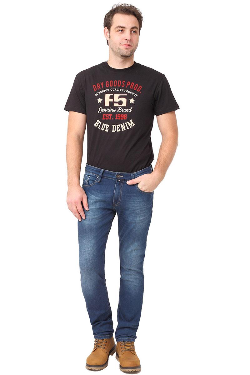 Джинсы мужские F5, цвет: синий. 275027_w.medium. Размер 33-34 (48/50-34)275027_w.mediumСтильные мужские джинсы F5 выполнены из высококачественных материалов. Джинсы застегиваются на металлическую пуговицу в поясе и ширинку на застежке-молнии, имеются шлевки для ремня. Изделие дополнено спереди двумя втачными карманами и одним маленьким накладным кармашком, а сзади - двумя накладными карманами. Оформлена модель контрастной прострочкой и сзади на поясе фирменной нашивкой.