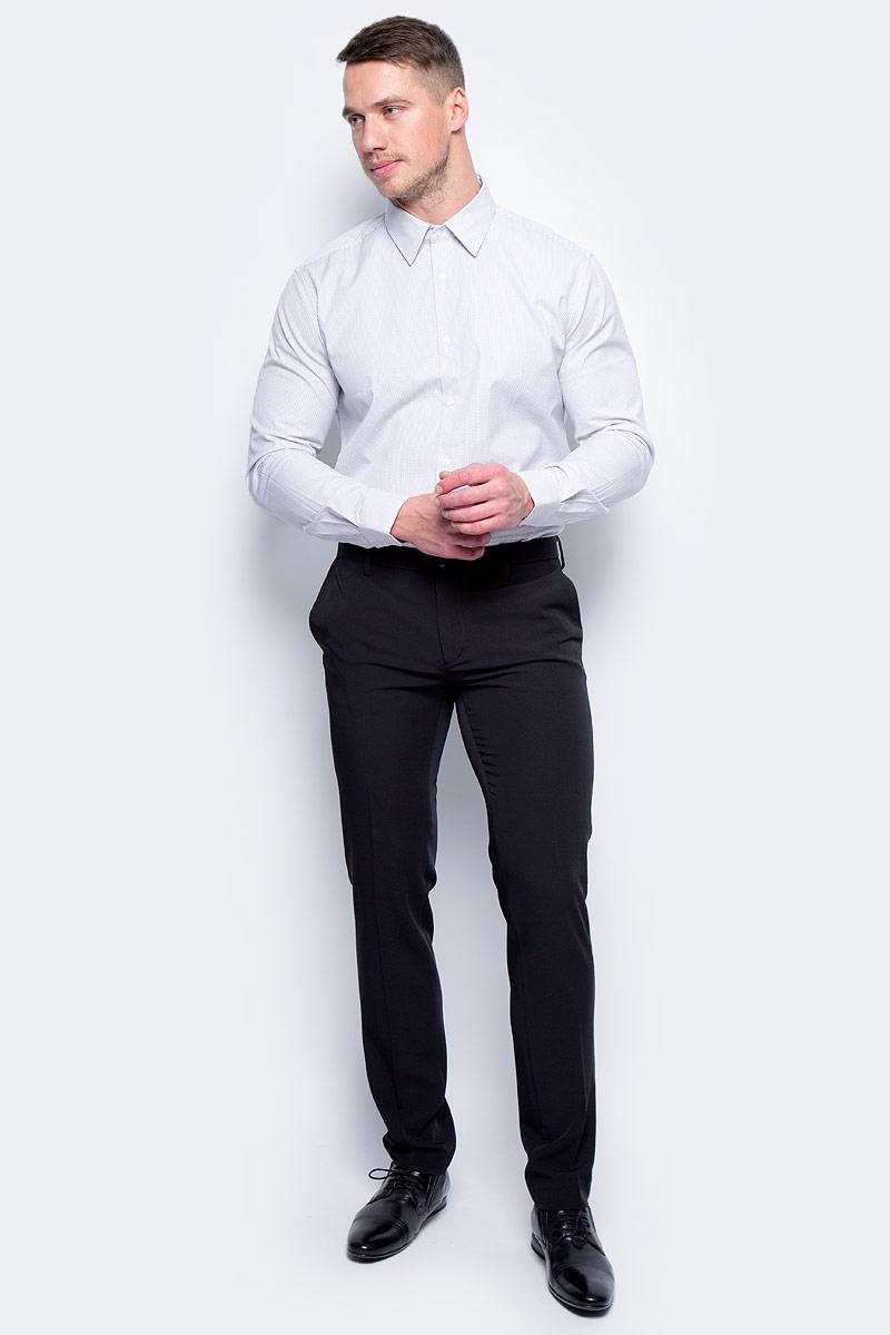 Брюки мужские United Colors of Benetton, цвет: черный. 4AZZ55678_100. Размер 464AZZ55678_100Стильные мужские брюки United Colors of Benetton выполнены из качественного материала. Брюки застегиваются на комбинированную застежку. Эти модные и в тоже время комфортные брюки послужат отличным дополнением к вашему гардеробу.