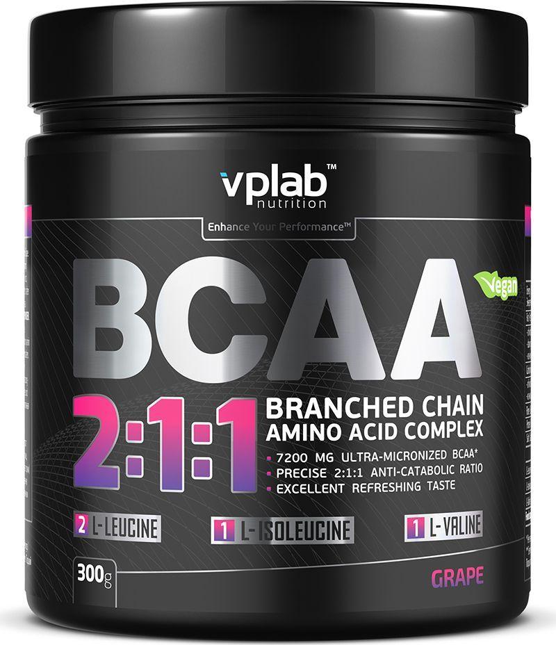 Аминокислотный комплекс Vplab BCAA 2:1:1, виноград, 300 гVP56418Аминокислотный комплекс Vplab BCAA 2:1:1 - ультрамикронизированные незаменимые аминокислоты с разветвленными цепочками (BCAA) нового поколения. Отличительными их особенностями являются наилучшая растворимость, быстрое усвоение и отсутствие горечи. Общеизвестно, что аминокислоты BCAA повышают работоспособность, а также помогают в восстановлении организма после тренировок. При этом антикатаболическое соотношение аминокислот лейцин - изолейцин - валин 2:1:1 является наиболее оптимальным для предотвращения распада мышечной ткани, особенно в процессе похудения.Для наилучшего результата рекомендуется принимать аминокислоты BCAA до и после тренировки.Рекомендации по применению: одну порцию до тренировки. Рекомендации по приготовлению: размешать 8 г порошка в 300 мл воды. Товар сертифицирован. Как повысить эффективность тренировок с помощью спортивного питания? Статья OZON Гид