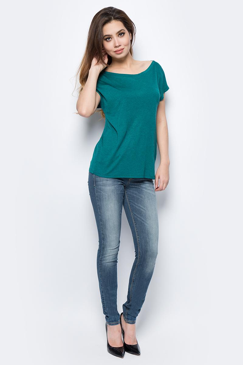 Джинсы женские United Colors of Benetton, цвет: синий. 4AL1572V4_902. Размер 25 (40/42)4AL1572V4_902Стильные женские джинсы United Colors of Benetton созданы специально для того, чтобы подчеркивать достоинства вашей фигуры. Джинсы застегиваются на металлическую пуговицу в поясе и ширинку на застежке-молнии, имеются шлевки для ремня. Эти модные и в тоже время комфортные джинсы послужат отличным дополнением к вашему гардеробу.