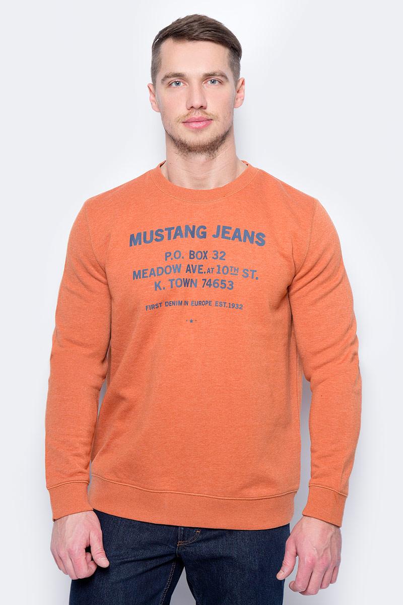 Свитшот мужской Mustang Mustang Sweater, цвет: оранжевый. 7014-1636-721_7174. Размер XL (52)7014-1636-721_7174Свитшот изготовлен из качественного смесового материала и оформлен оригинальными надписями. Модель выполнена с длинными рукавами и круглым вырезом горловины. Свитшот дополнен широкими эластичными резинками по низу изделия и на манжетах рукавов.