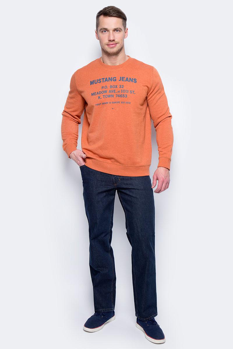 Свитшот мужской Mustang Mustang Sweater, цвет: оранжевый. 7014-1636-721_7174. Размер XXL (54)7014-1636-721_7174Свитшот изготовлен из качественного смесового материала и оформлен оригинальными надписями. Модель выполнена с длинными рукавами и круглым вырезом горловины. Свитшот дополнен широкими эластичными резинками по низу изделия и на манжетах рукавов.