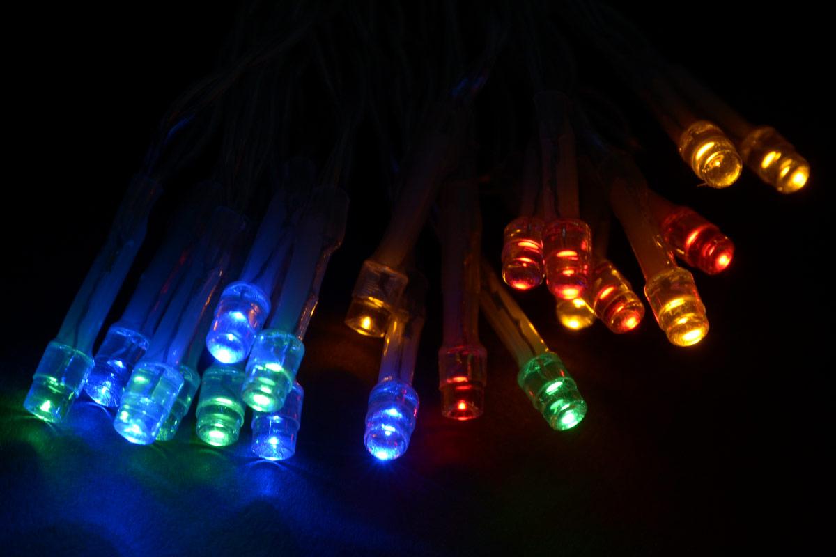 Гирлянда электрическая Vegas Нить, свет: мультиколор, 20 LED ламп, длина 2 м. 5510455104Новогодняя электрическая гирлянда Vegas Нить предназначена для создания декоративной и праздничной иллюминации. Электрогирлянды Нить предназначены как для внешнего, так и для внутреннего декорирования (фасады зданий, деревья, колонны и другие архитектурные элементы, жилые и торговые помещения, елки, растения, предметы интерьера).Изделие состоит из 20 ламп, горящих разноцветными огнями. Откройте для себя удивительный мир сказок и грез. Почувствуйте волшебные минуты ожидания праздника, создайте новогоднее настроение вашим дорогим и близким.Мощность: 1,2 W.Цвет ламп: разноцветные.Длина гирлянды: 2 м. Работает от 3 батареек АА. Батарейки в комплект не входят.