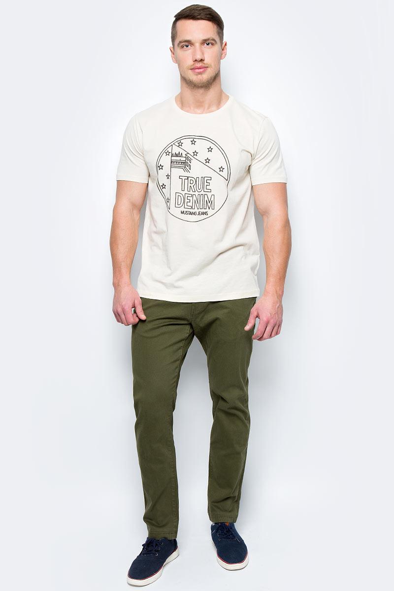 Брюки мужские Mustang Denver Chino, цвет: зеленый. 3102-6715-686_6422. Размер 34-32 (50-32)3102-6715-686_6422Мужские брюки слегка зауженного кроя и средней посадки изготовлены из хлопка с эластаном. Застегиваются брюки на пуговицу в поясе и ширинку на застежке-молнии, имеются шлевки для ремня. Модель оформлена двумя карманами по бокам и двумя прорезными карманами сзади.