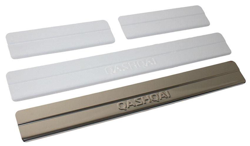Накладки внутренних порогов DolleX, для NISSAN Qashqai (2014->), ступенчатые, 4 штNSI-005Накладки внутренних порогов DolleX придают автомобилю стильный и неповторимый вид, эффективно защищают пороги от повреждения лакокрасочного покрытия.Отличительные особенности:- Полностью повторяет геометрию порога;- Полированная нержавеющая сталь;- Толщина стали 0,5 мм;- Стильный внешний вид;- Легкая и быстрая установка;- Крепление лента липкая двухсторонняя.Комплект: размер 500 х 59 мм - 2 шт.размер 220 х 59 мм - 2 шт.