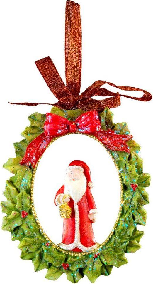 Украшение для интерьера новогоднее Erich Krause Санта на Рождество, 8 см44225Санта находится внутри изысканного рождественского венка. Изделие выполнено из полирезины и оснащено красивой ленточкой для подвешивания. Новогодние украшения всегда несут в себе волшебство и красоту праздника. Создайте в своем доме атмосферу тепла, веселья и радости, украшая его всей семьей.