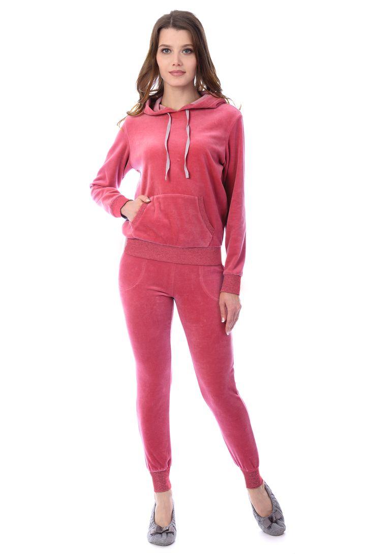 Домашний комплект женский Melado Адель: брюки, худи, цвет: розовый. MB2891/01. Размер 48MB2891/01Теплый и стильный комплект из велюра для дома и отдыха. В комплекте - зауженные брюки и худи с капюшоном и воротником. Рукава и низ брюк - на мягкой и прочной манжете.
