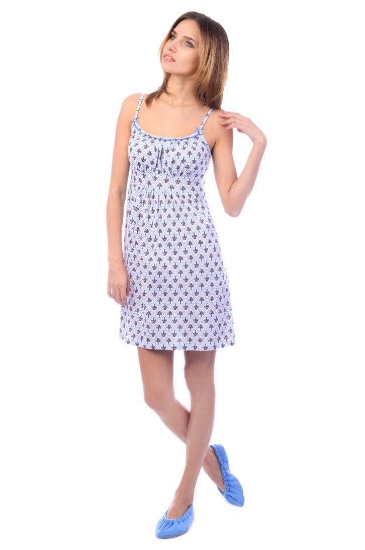 Ночная рубашка женская Melado Прованс, цвет: белый, голубой. MK2755/01. Размер 48MK2755/01Легкая и изящная ночная рубашка от Melado на тонких бретелях. Лиф на сборке-резинке, украшен вязаным кружевом и складками. Длина выше колена.