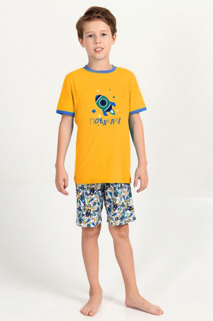 Пижама для мальчика Melado Космос, цвет: желтый. MI2644/03. Размер 92MI2644/03Уютная пижама для мальчика от Melado, состоящая из футболки и шорт, выполнена из интерлока. Футболка с короткими рукавами и круглым вырезом горловины. Шорты с эластичной резинкой на талии.