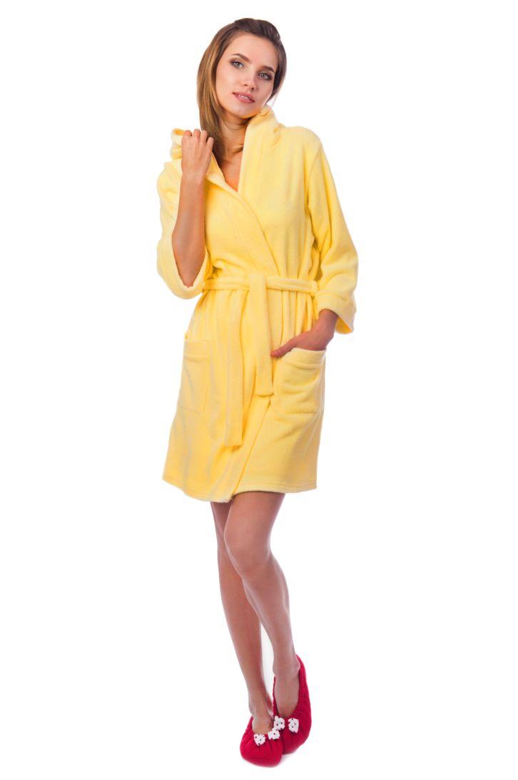Халат женский Melado Фреш, цвет: желтый. MM2274/01. Размер 52MM2274/01Комфортный халат от Melado из мягкой и уютной махры. Модель с капюшоном и длинными рукавами на талии дополнена поясом, по бокам имеет накладные карманы. Длина выше колена. Очень теплый и приятный к телу.