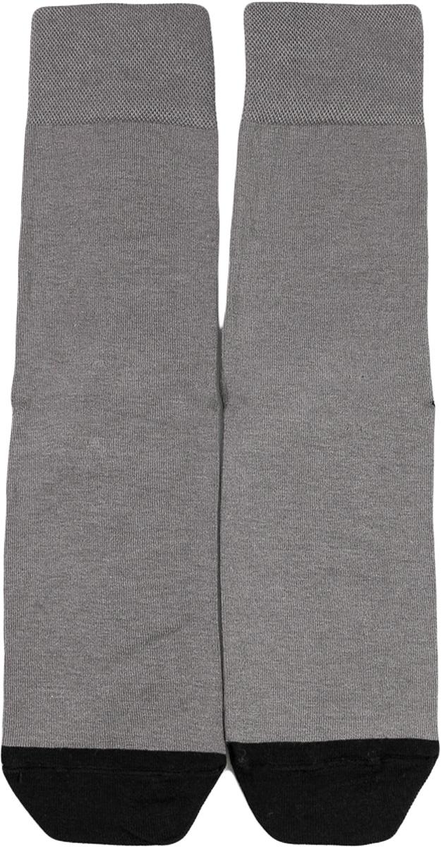 Носки мужские Mark Formelle, цвет: серый. 001K-511. Размер 46/47001K-511Удобные носки от Mark Formelle, изготовленные из высококачественного хлопкового материала с добавлением полиамида и эластана, очень мягкие и приятные на ощупь, позволяют коже дышать. Эластичная резинка плотно облегает ногу, не сдавливая ее, обеспечивая комфорт и удобство. На ступнях носки оформлены надписями где? тапки!.